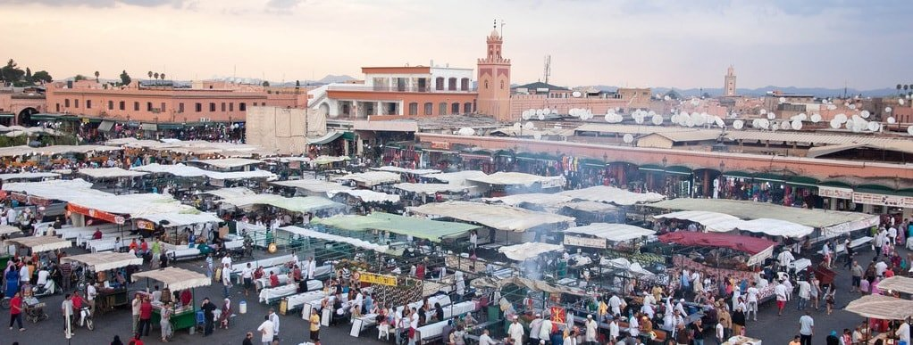 Eating at the Marrakech Jemaa el-fna food stalls